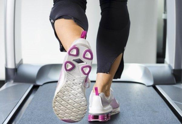 Fazer esteira ajuda a perder peso. (Foto: Divulgação)