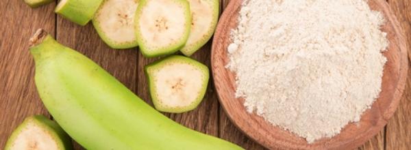 Os Inúmeros Benefícios da Farinha de Banana Verde (e dicas de como fazer em casa)